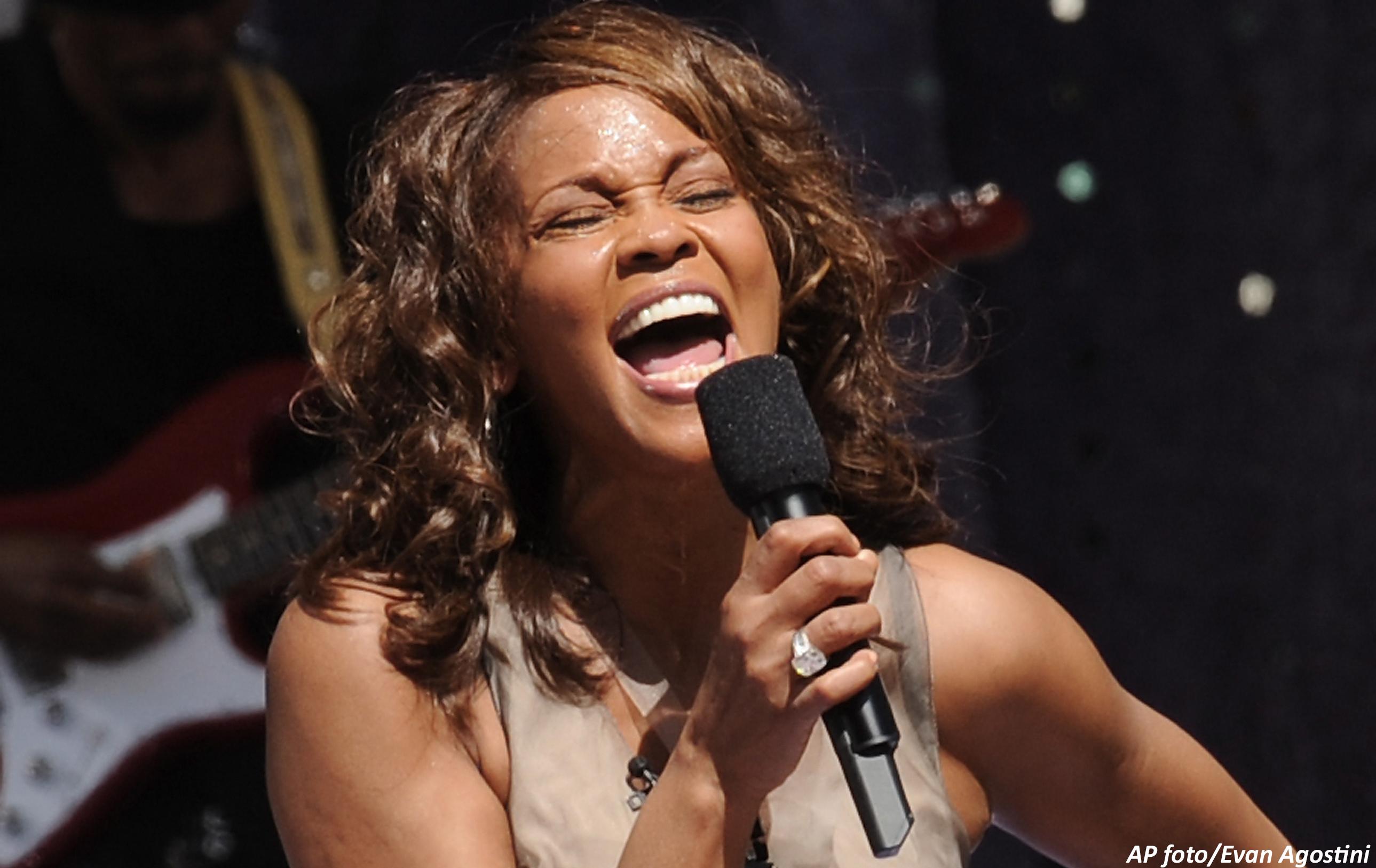 Murió Whitney Houston, voz del gospel que atravesó el infierno de la droga